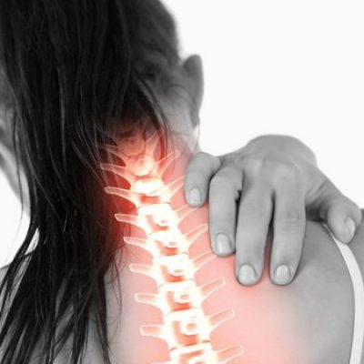 women having pain in her spine